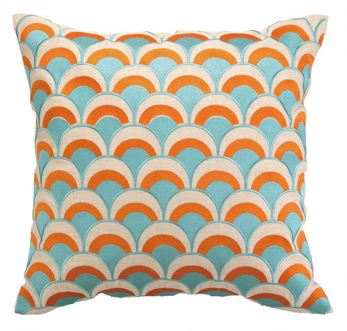 Cool, Serene Surroundings for the Coastal Pool Deck