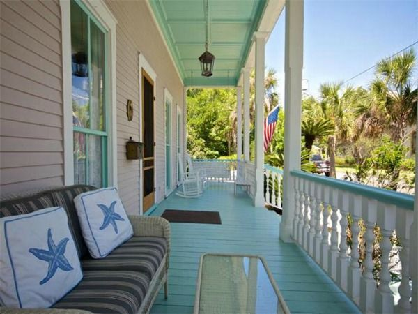 back porch decorating ideas for summer cottage and bungalow