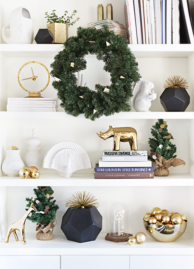 elegant-christmas-decor-bookshlef-image
