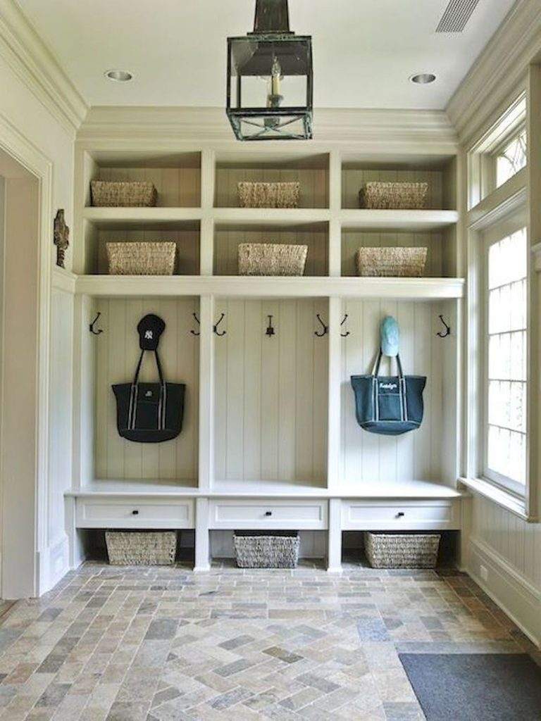 Rustic Laundry Room: Keeping Your Mudroom Tidy With Easy Storage Ideas