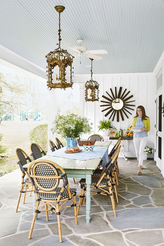 beach house dining